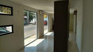 Local en Col Buenavista en calle transitada, ideal para tienda u oficina
